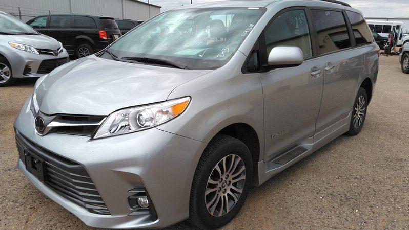 2019 Toyota Sienna XLE full